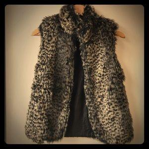 A'Gachi Women's faux fur vest size small